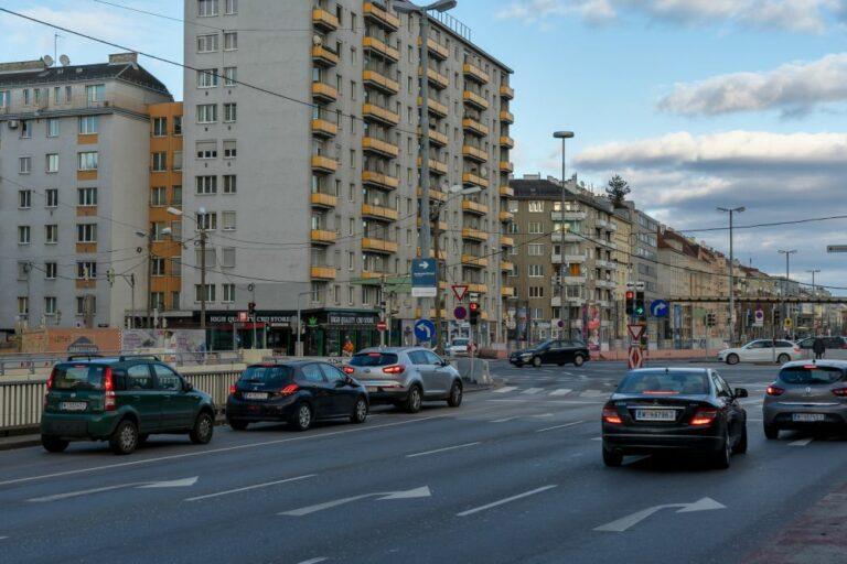 Margaretengürtel beim Matzleinsdorfer Platz, Wien, Wohnhaus, Autos, Verkehr