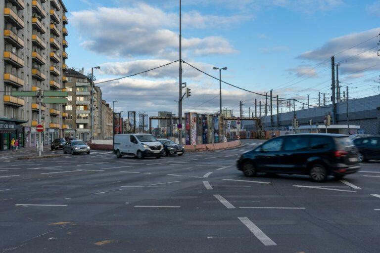 Autoverkehr am Margaretengürtel, Matzleinsdorfer Platz, Wien, Margareten, Favoriten, Bahntrasse