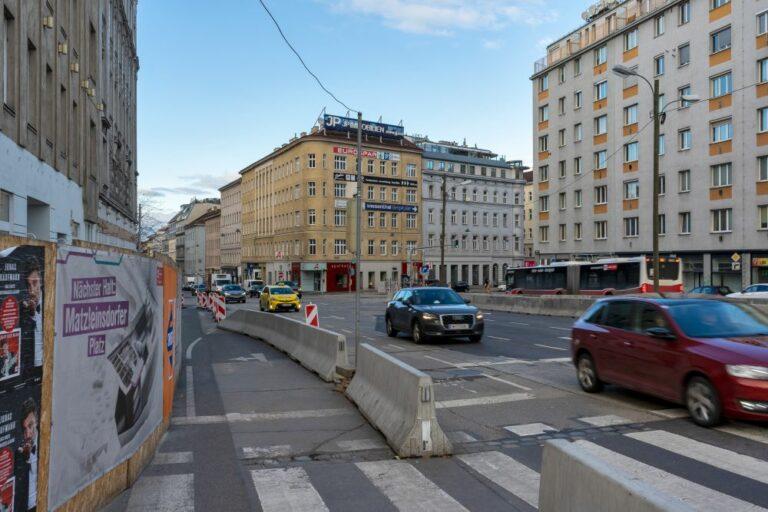 Autos und Baustelle am Matzleinsdorfer Platz