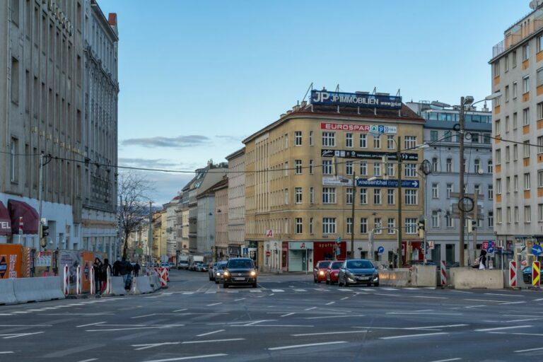 Matzleinsdorfer Platz mit Blick in die Reinprechtsdorfer Straße, 1050 Wien