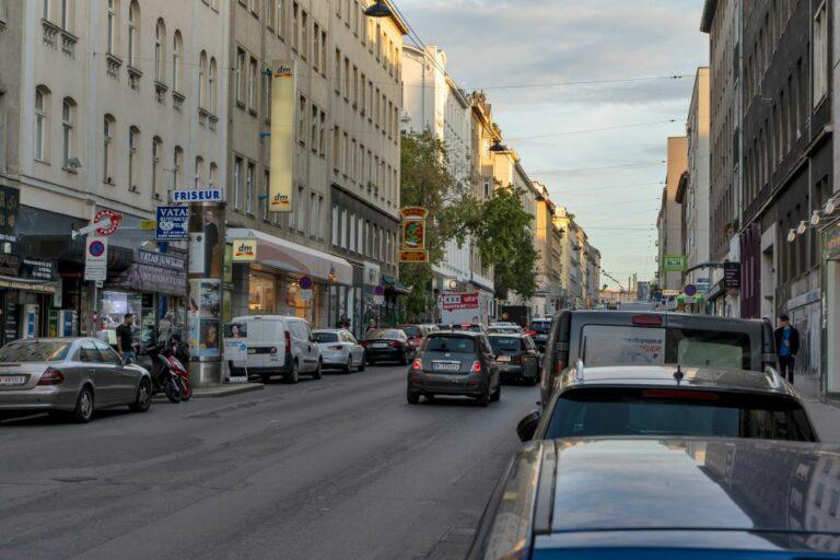 Autos in der Reinprechtsdorfer Straße, Wien