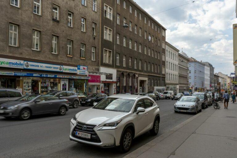 Reinprechtsdorfer Straße nahe Högelmüllergasse, Autoverkehr, Gründerzeithäuser