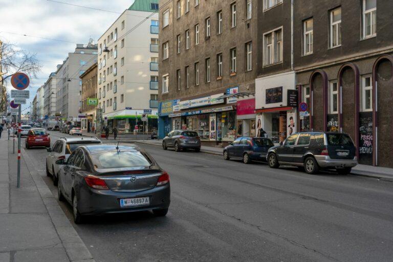 Reinprechtsdorfer Straße im 5. Bezirk in Wien, Autos, Fahrbahn