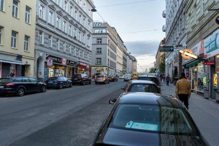 Reinprechtsdorfer Straße im 5. Bezirk in Wien, Autos, Fußgänger