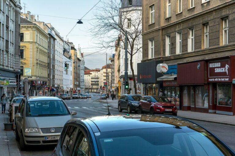 Reinprechtsdorfer Straße im 5. Bezirk, Wien, Autos
