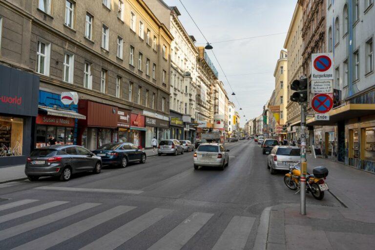 Autos in der Reinprechtsdorfer Straße, 5. Bezirk, Wien