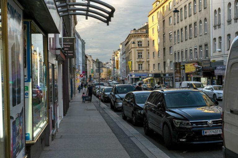 Gehsteig und Parkstreifen in der Reinprechtsdorfer Straße, 5. Bezirk, Wien