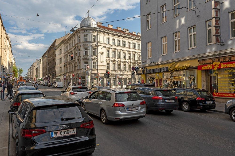Verkehr in der Reinprechtsdorfer Straße beim Siebenbrunnenplatz, 1050 Wien
