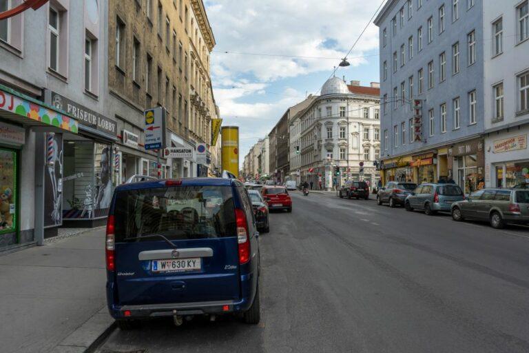 parkende Autos auf der Reinprechtsdorfer Straße, 1050 Wien