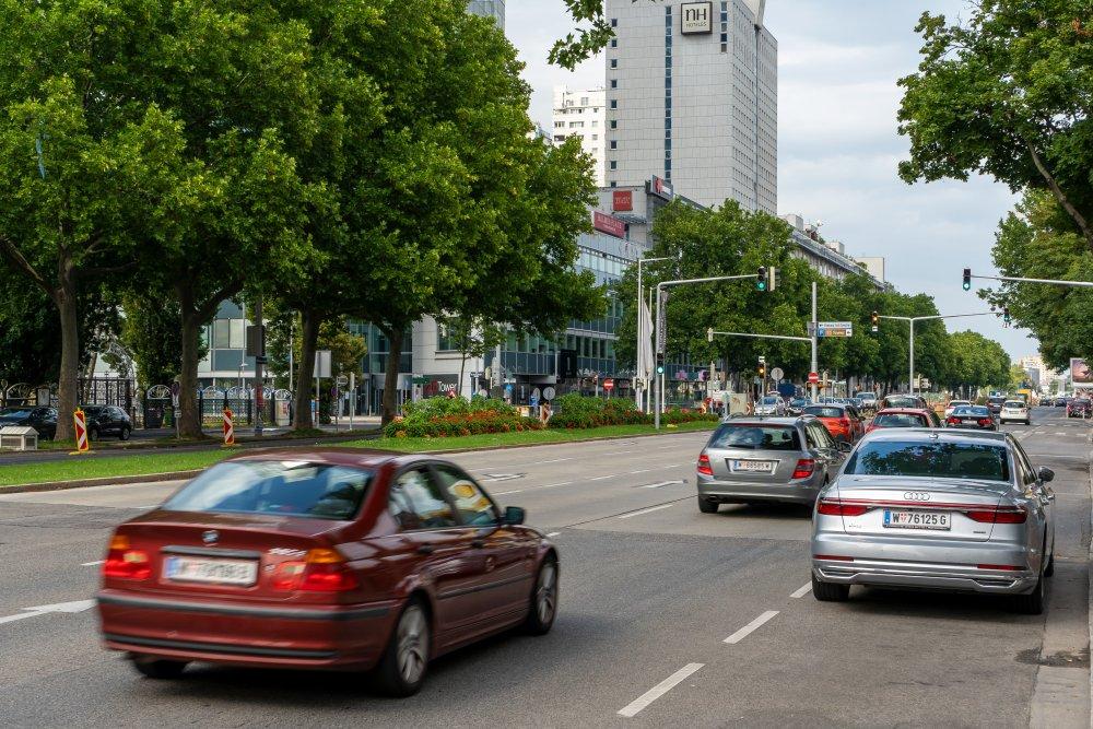 Wagramer Straße bei der Donaucity: extrem viele Fahrspuren (Foto: 2020)