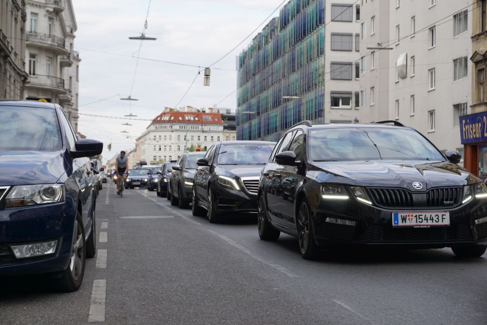 Alserbachstraße, Autos, Radfahrer, Alsergrund