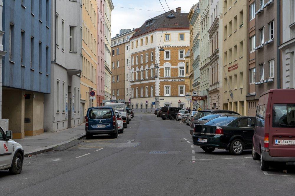 Die Baumgasse (nahe Landstraßer Hauptstraße) wird ihrem Namen nicht gerecht. (Foto: 2020)