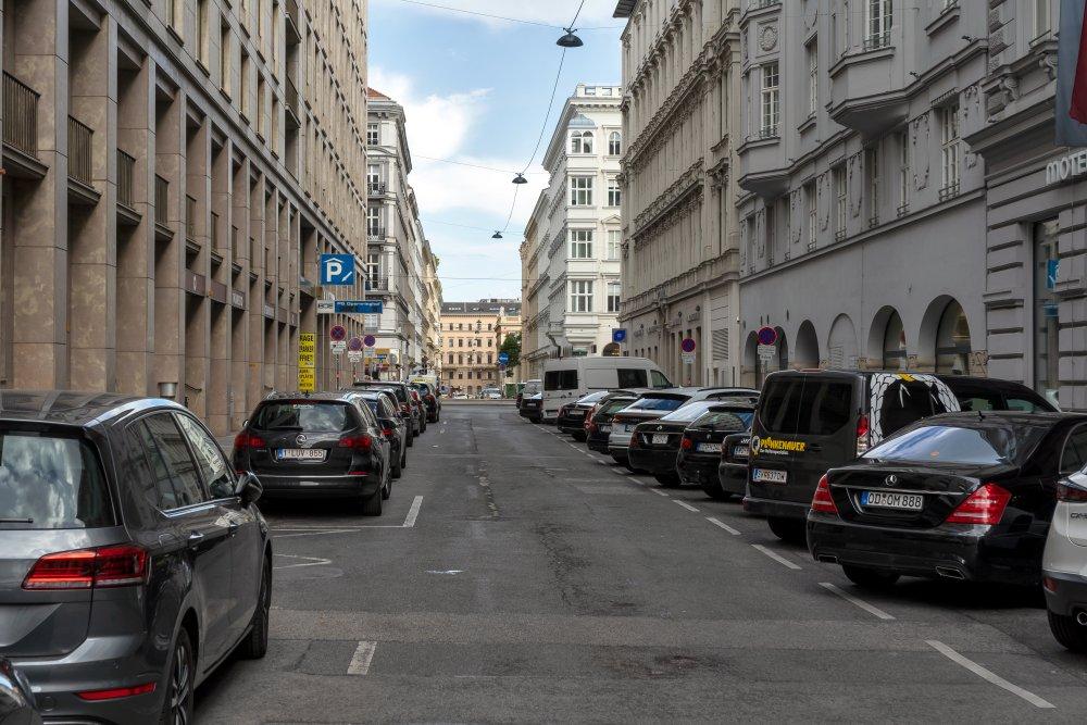 Elisabethstraße beim Opernringhof, Asphalt, Autos, Wien, Innere Stadt