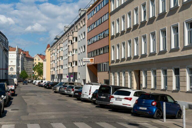 Häuser in der Goldschlagstraße in 1140 Wien
