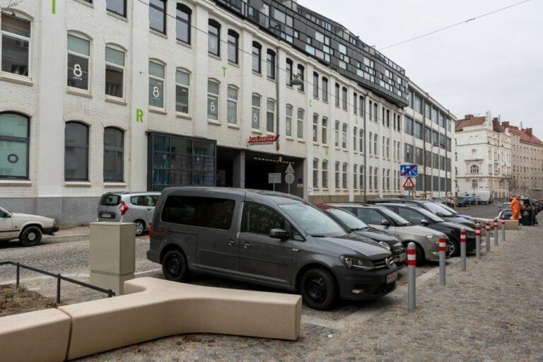 Autos in der Goldschlagstraße in Penzing, nach der Umgestaltung