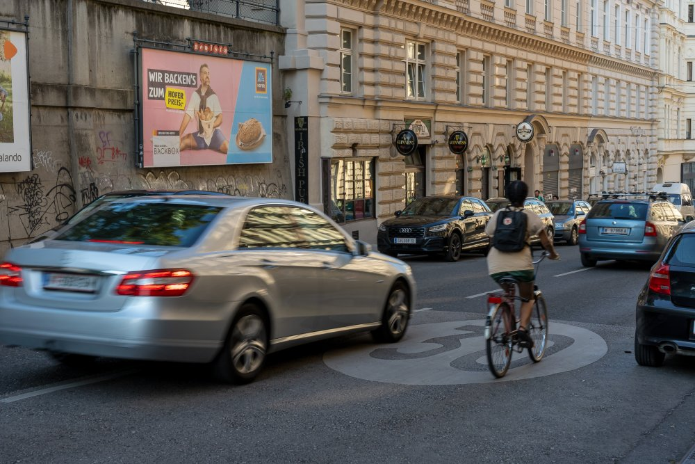 Radfahrer und Autoverkehr in der Gumpendorfer Straße