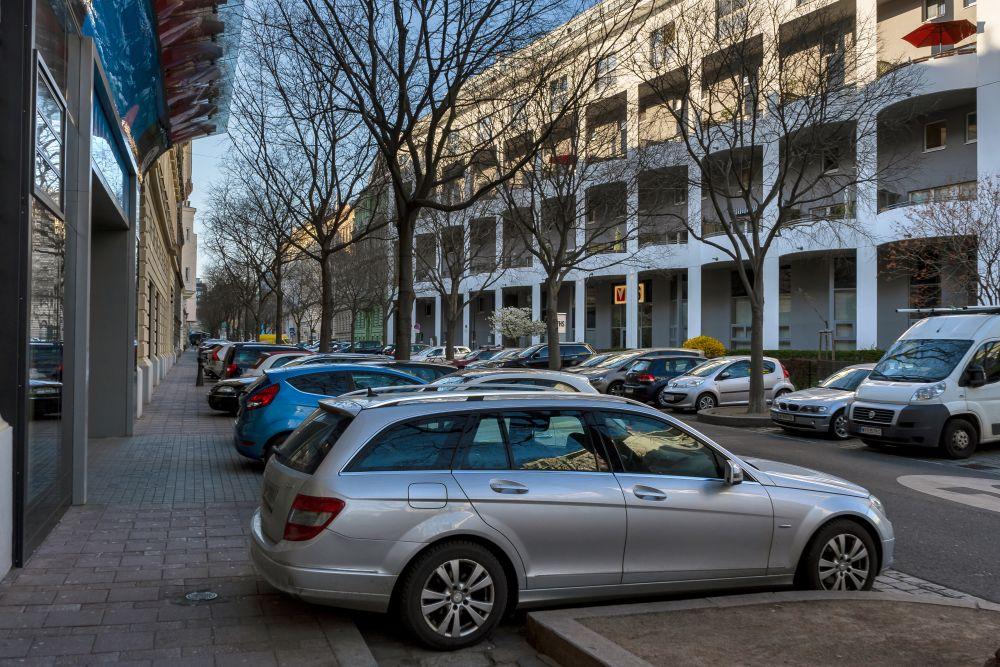Autos, Bäume, Gebäude, Hainburgerstraße, Schrägparkplätze, Galleria, Wohnhausanlage, 3. Bezirk, Wien
