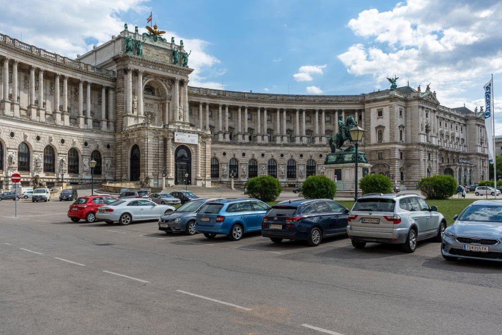 Neue Hofburg und Heldenplatz in Wien, Autos, Parkplatz