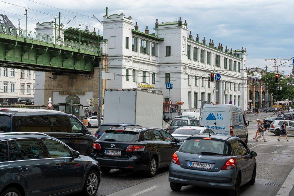 Autoverkehr am Gürtel, Stadtbahn-Station, Otto Wagner, Währing, Hernals