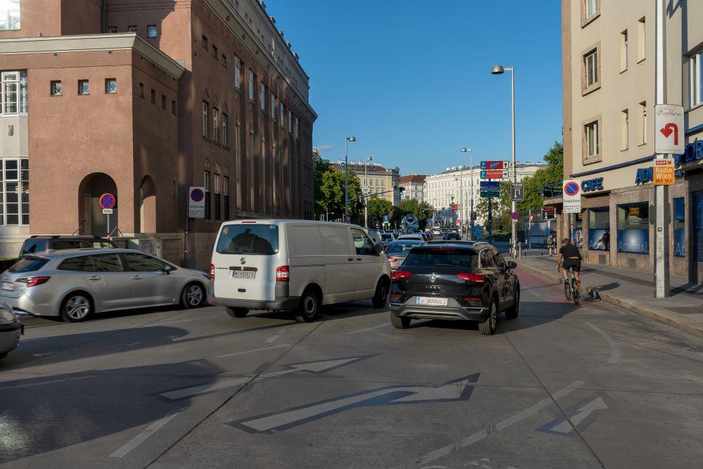 Karlsplatz, Verkehrsbüro, Bärenmühlendurchgang, Autoverkehr, Naschmarkt, Radfahrer, Wien