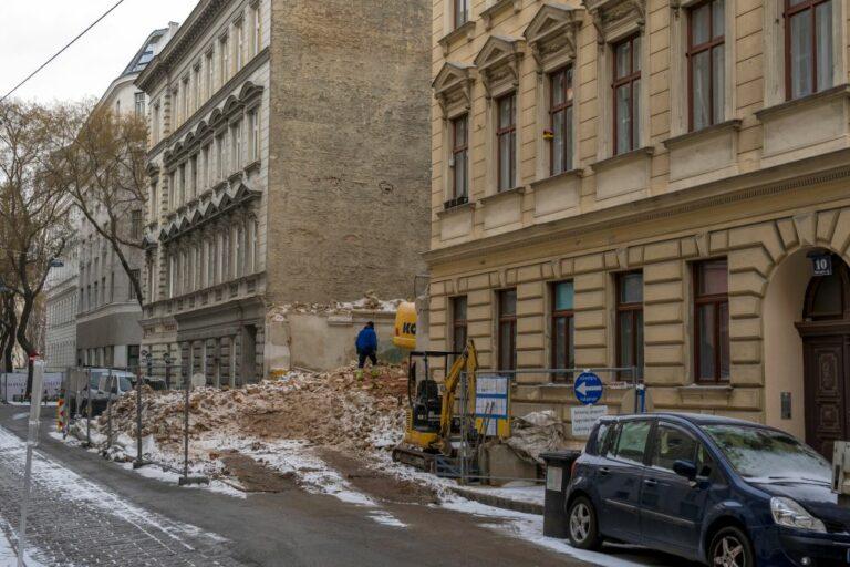 Abriss im Weißgerberviertel, 1030 Wien, Gründerzeithäuser, Schutt, Baustelle, Autos, Bagger