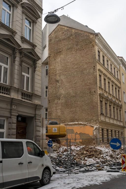 Abriss eines Gründerzeithauses in 1030 Wien, Baustelle, Schutt, Schnee