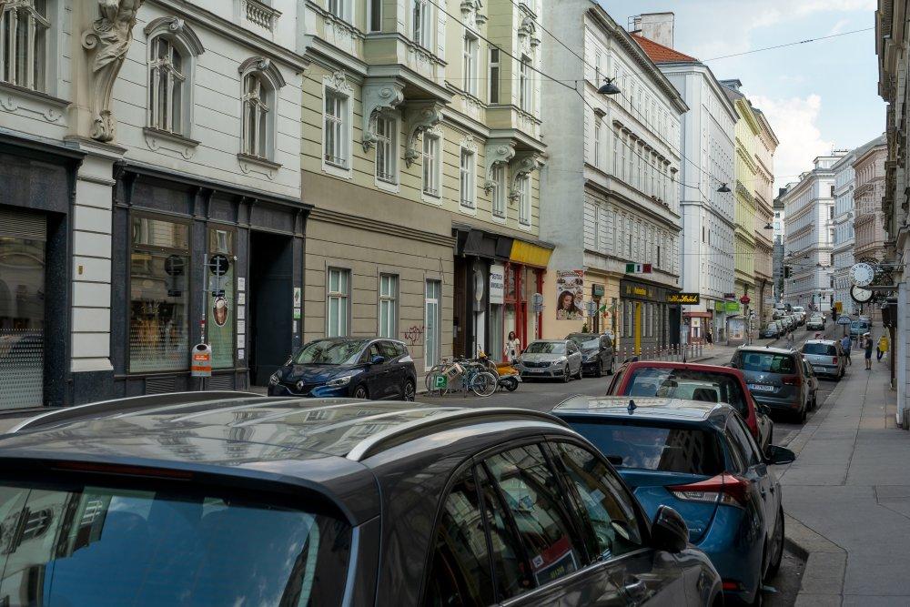 Liechtensteinstraße: schöne Häuser, unattraktiver Straßenraum (9. Bezirk, Foto: 2020)