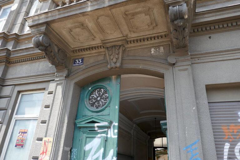 Eingangstür des Hauses Mariahilfer Gürtel 33, 1150 Wien