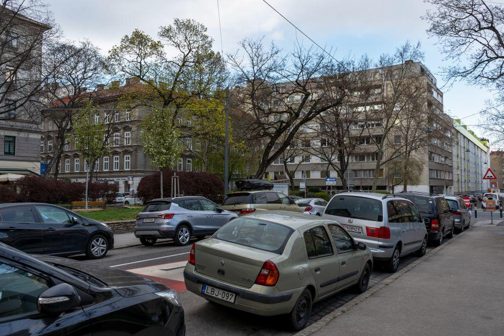Paulusplatz: Parkplatz und Fahrbahnen statt zusammenhängendem Platz (3. Bezirk, Foto: 2020)