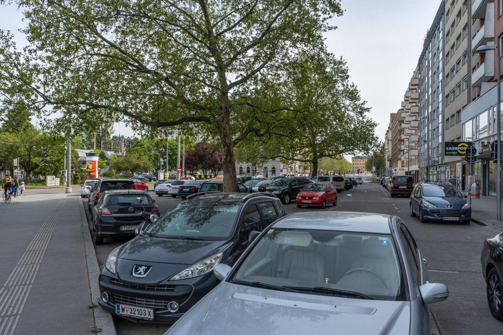 Praterstern: Asphaltfläche mit Parkplätzen in zentraler Lage (2. Bezirk, Foto: 2020)
