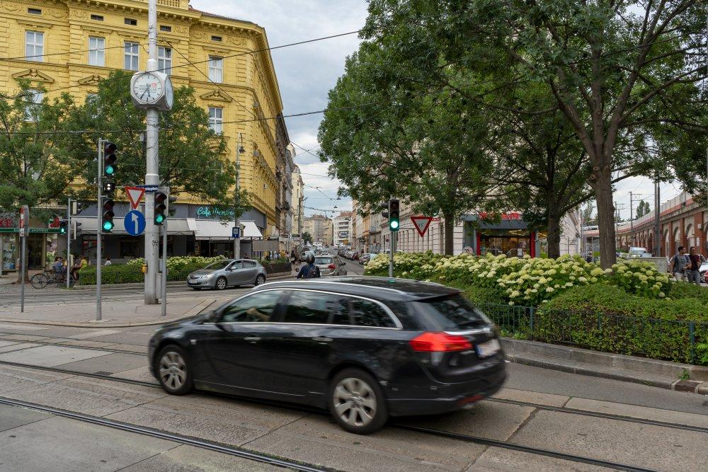 Der Radetzkyplatz (nahe Wien Mitte) wird von mehreren Straßen zerteilt. (3. Bezirk, Foto: 2020)