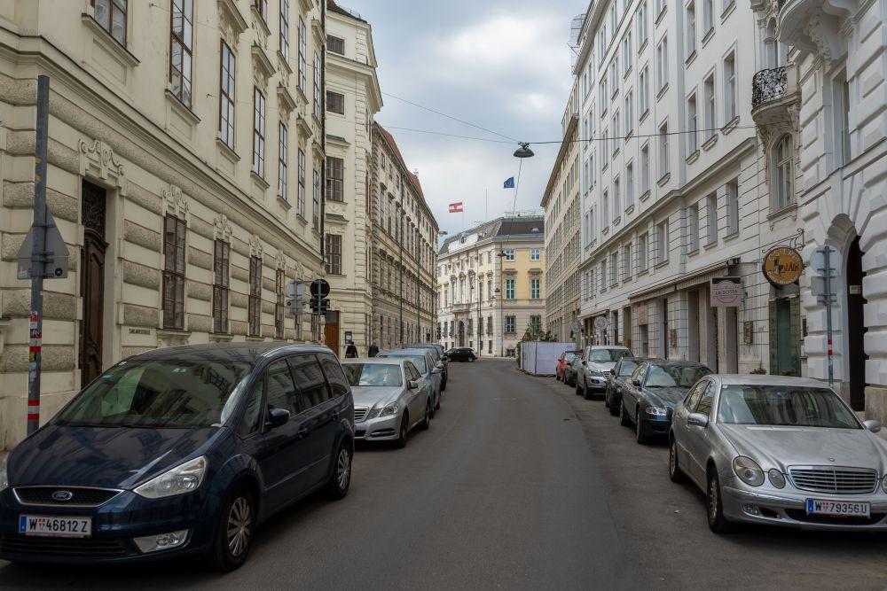 Hofburg, Schauflergasse, zwischen Michaelerplatz und Ballhausplatz, historische Gebäude, parkende Autos, Wien, Innere Stadt