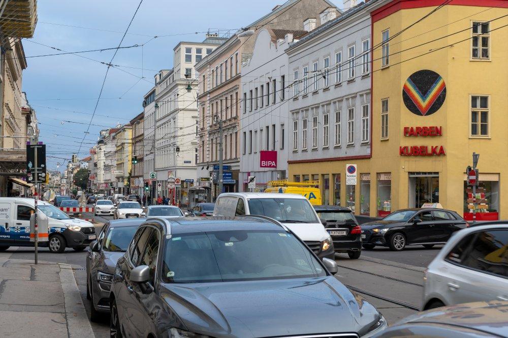 Autoverkehr auf der Thaliastraße, 1160 Wien