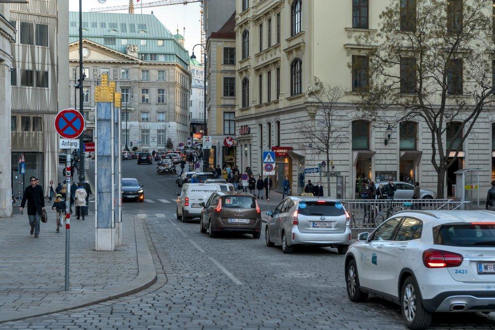 Autoverkehr zwischen Freyung und Am Hof, Wien, Innere Stadt
