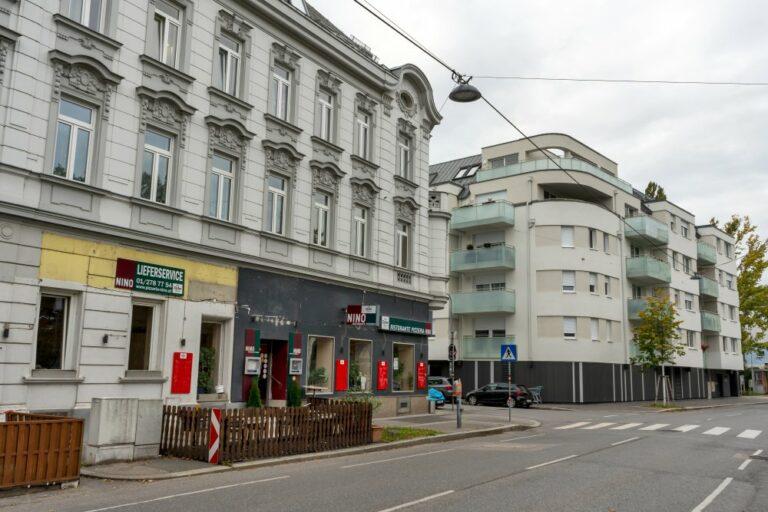 Gründerzeithaus neben Neubau in der Jedleseer Straße in Wien-Floridsdorf