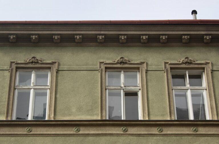 Fenster eines Gründerzeithauses, Römergasse