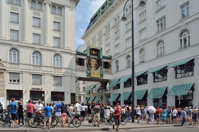 Ankeruhr am Hohen Markt, Touristen, 1010 Wien