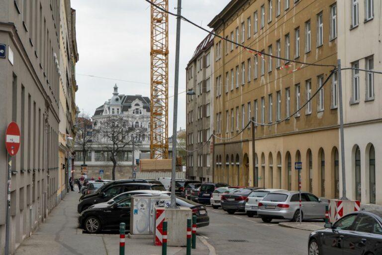 Clementinengasse, Gürtel, Kran, Baustelle, Autos, 1150 Wien
