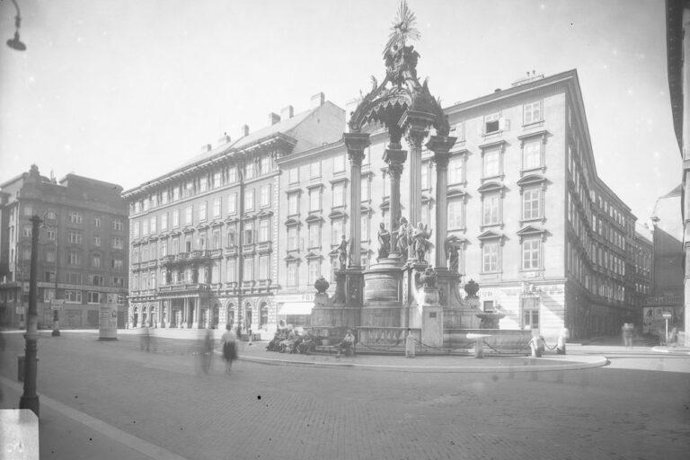 Hoher Markt, historische Aufnahme, Vermählungsbrunnen, Palais Sina, 2. Weltkrieg, Wien