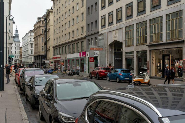 Parkplätze und Asphalt am ältesten Markt Wiens (Foto: 2020)