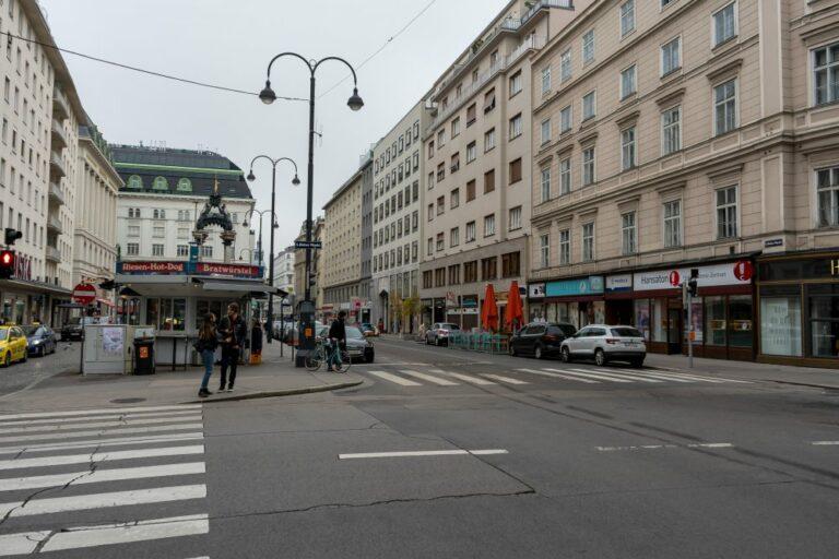 Hoher Markt, Würstelstand, Straße, Autos, Laternen, Asphalt