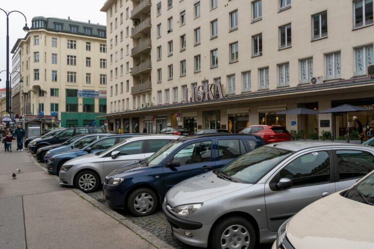 Autos am Hohen Markt