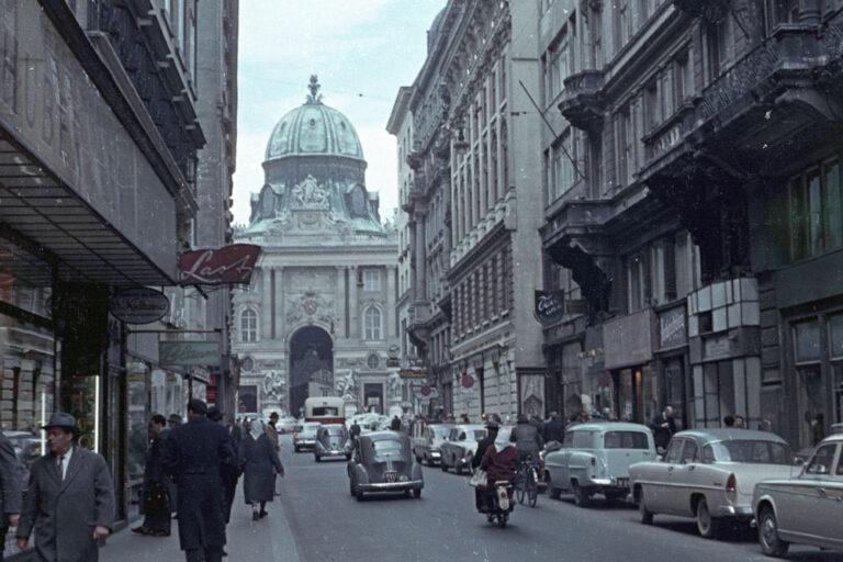 Kohlmarkt, Hofburg, Autos, Fußgänger
