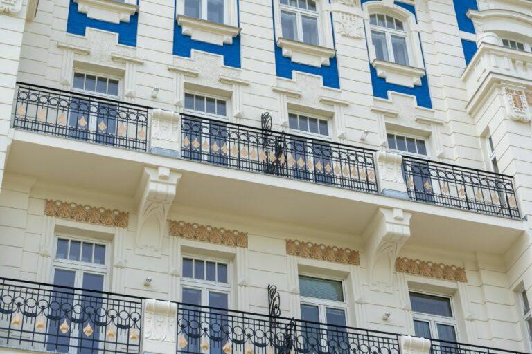 Fassade, Altbau, Wien, saniert, Meidling, Balkone, Stuck