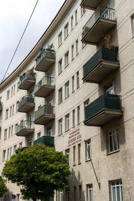 Gemeindebau, Wien, Fasanviertel, Gerlgasse, Balkone, Baum