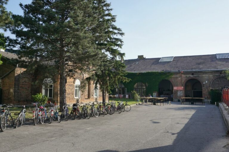historische Hallen, Backstein, Räder, Wiener Festwochen, Laxenburger Straße