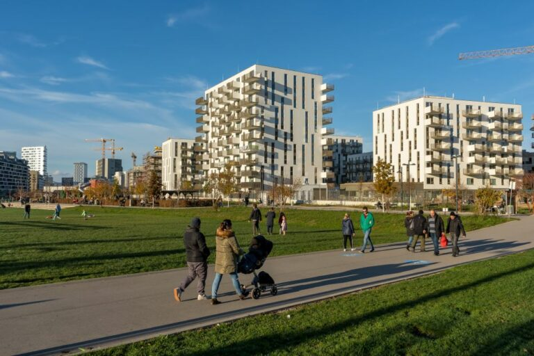 Park, Favoriten, Wien, Fußgänger