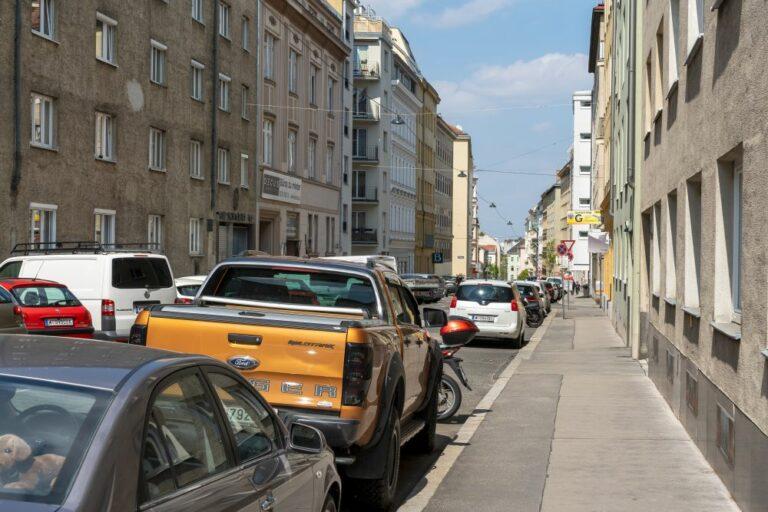 Hohlweggasse im Fasanviertel: viel Asphalt, viele Parkplätze (3. Bezirk Foto: 2021)