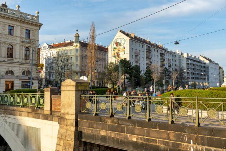 Brücke, Mariahilf, historisches Geländer, begrünt, autofrei