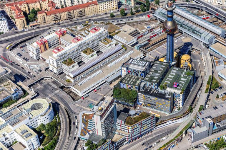 Luftaufnahme, Spittelau, Müllverbrennungsanlage, Amtsgebäude, Wien Energie, Hochhaus, Gürtel, Gemeindebau, Bahnhof